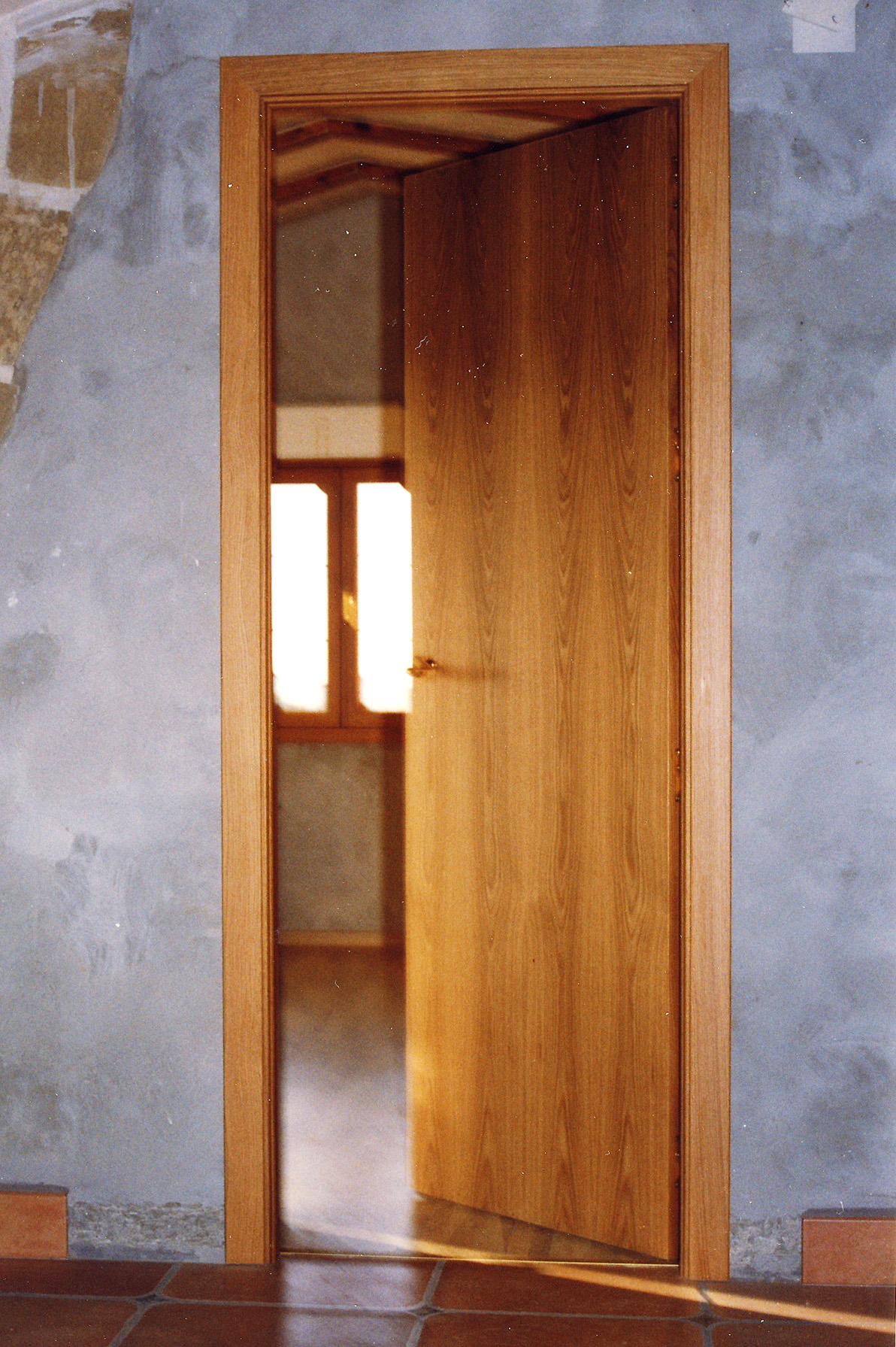 Lacar puertas barnizadas cheap puertas de madera for Cuanto vale una puerta de madera