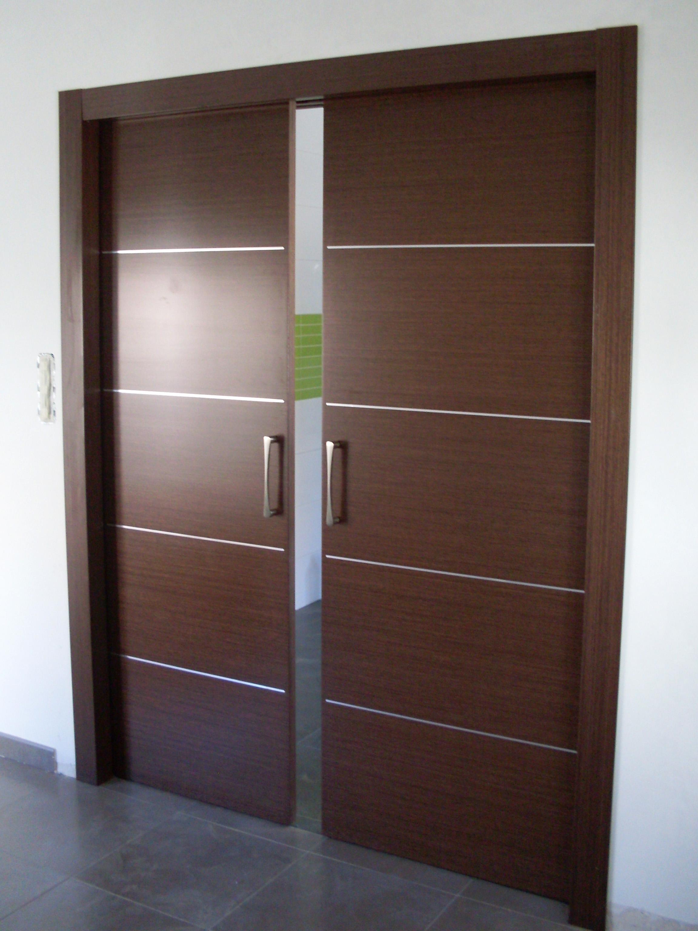 Le decoramos el interior de su vivienda puertas avenida for Puertas color wengue